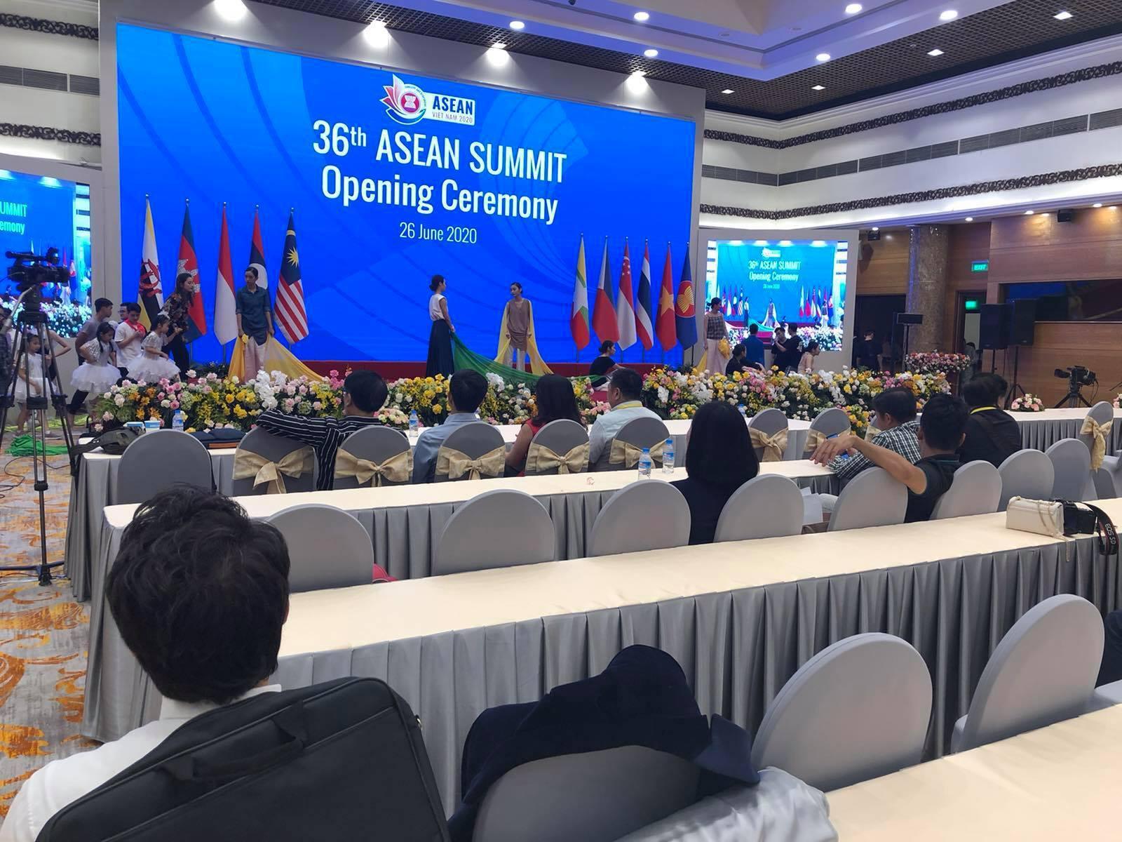 Hơn 200 phóng viên trong và ngoài nước tác nghiệp hội nghị cấp cao ASEAN