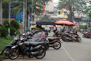 HCM City puts street vendors under better management, protects pedestrians