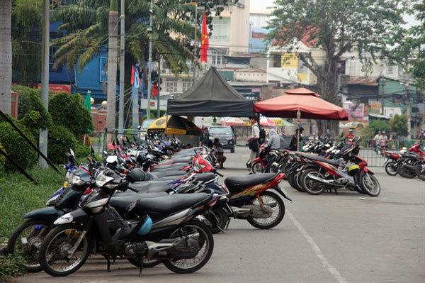HCM City,street vendors,better management,protects pedestrians