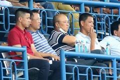 V-League 2020 gay cấn, thầy Park mừng và lo
