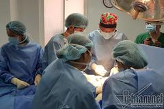Bác sĩ kể hành trình biến phụ nữ thành đàn ông