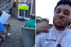 """Khoảnh khắc """"độc"""" cầu thủ Liverpool mở hội ăn mừng"""