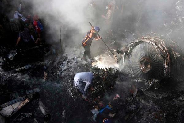 Phi công Pakistan thuê người thi hộ, dùng chứng chỉ bay giả