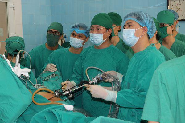 'Bàn tay vàng' phẫu thuật nội soi tiêu hoá