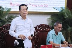 """Bộ trưởng TT&TT """"mời"""" Hậu Giang đẩy việc khó lên Bộ"""