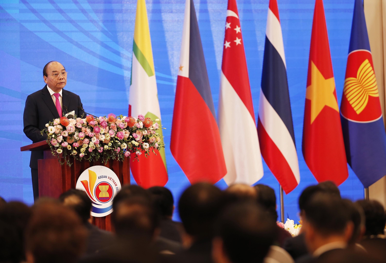 Thủ tướng: Qua mỗi cơn phong ba ASEAN ngày càng gắn kết bền chặt