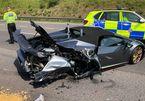 Vừa rời đại lí 20 phút, siêu xe Lamborghini bị đâm nát