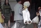 Sự thật clip cô dâu mang thai không được đi cửa chính, chú rể bế thẳng vào nhà