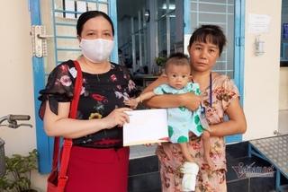 Trao hơn 92 triệu đồng cho bé Kim Hiền 5 tháng tuổi mổ tim