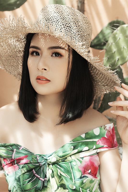 Hoa hậu Ngọc Hân làm người mẫu cho BST mới của bạn thân