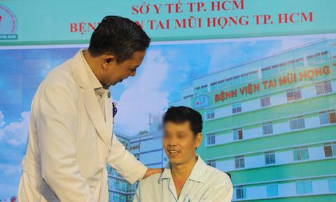 Người đàn ông suýt mù vì khối u đầy mủ ở hốc mắt