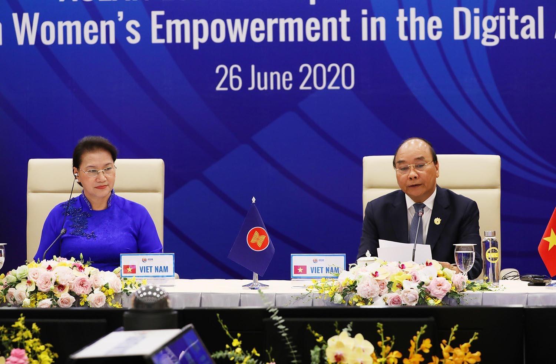 Chủ tịch Quốc hội: Trao quyền, tăng cường cho phụ nữ tham gia chính trị