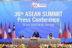 Thủ tướng Nguyễn Xuân Phúc trả lời báo chí về cạnh tranh Mỹ - Trung