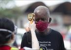 Thế giới 7 ngày: Covid-19 lan mạnh khắp thế giới, hy vọng cách điều trị mới