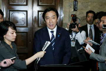 Dưa, khoai tây và chuyện từ chức của các bộ trưởng Nhật Bản
