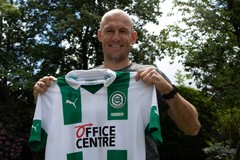 Robben gây sốc tuyên bố trở lại sân cỏ ở tuổi 36
