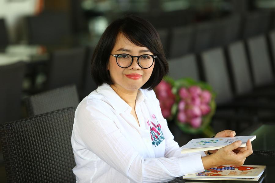 Nhà báo Mai Liên ra mắt phiên bản đặc biệt tập thơ 'Biển là trẻ con'