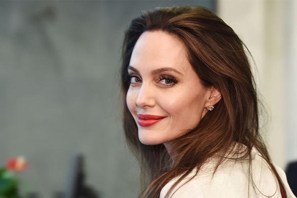 'Nhật ký những chuyến đi' của Angelina Jolie