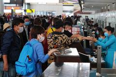 Tháng 7 bùng nổ du lịch: Ồ ạt tour rẻ, sân bay đông nghẹt