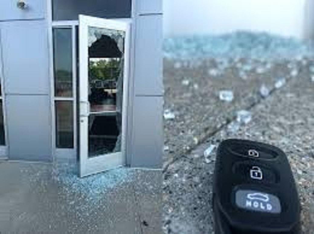 Trộm viếng thăm hai đại lý ô tô, cuỗm đi 5 chiếc xe