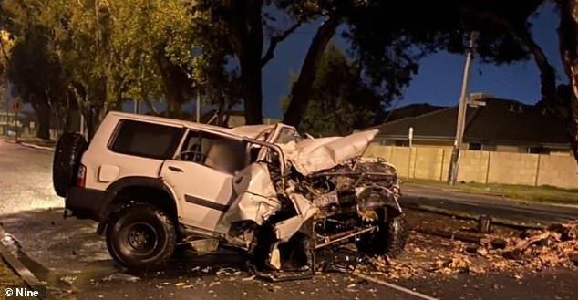 Xe của ngôi sao bóng rổ vỡ vụn sau tai nạn