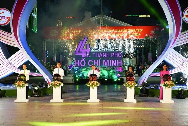 Hội diễn 'Tiếng hát miền Đông' chào mừng các ngày lễ lớn