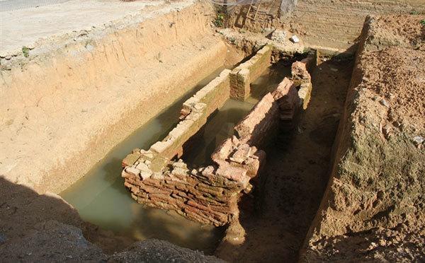 Ninh Binh,unearthed at school,brick tombs