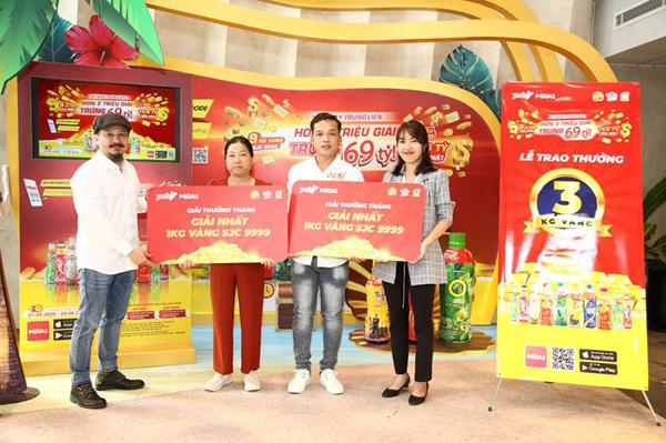 3 khách hàng Tân Hiệp Phát đầu tiên nhận vàng nhờ 'xé nhãn'