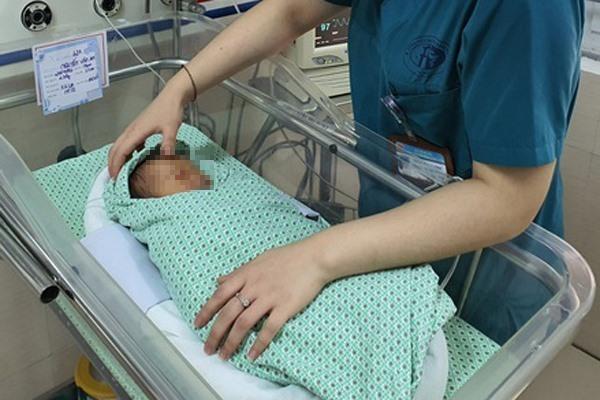Bé sơ sinh bị bỏ rơi ở hố ga đã tử vong