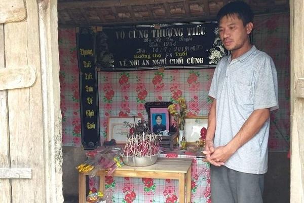 Mẹ mất đột ngột, 3 đứa trẻ đói khát thẫn thờ bên người cha nghèo khó