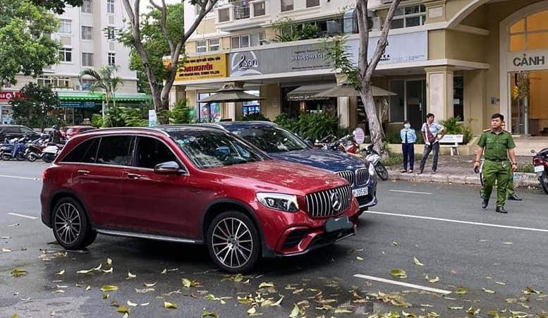 Tranh cãi kịch liệt vụ BMW va chạm Mercedes trên phố Sài Gòn
