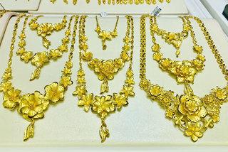 Giá vàng hôm nay 1/7: Áp lực chốt lời, vàng vẫn giữ đỉnh