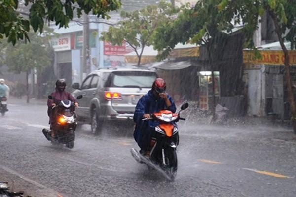 Dự báo thời tiết 30/6: Hà Nội vẫn nắng nóng, chiều dịu mát nhờ mưa dông