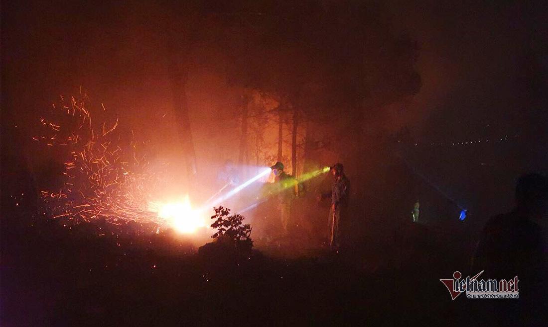Chủ tịch Nghệ An yêu cầu công an điều tra thủ phạm gây cháy rừng