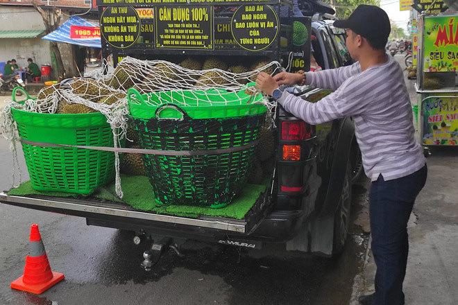 'Ngọc sầu riêng' đem xe tiền tỷ đi bán sầu rong, lời 2 triệu/ngày
