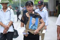 Mẹ nam sinh chạy Grab lặng người nghe kẻ sát hại con mình khai tội
