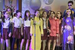 Nhóm nhạc khiếm thị Hy vọng biểu diễn tại phố cổ Hà Nội