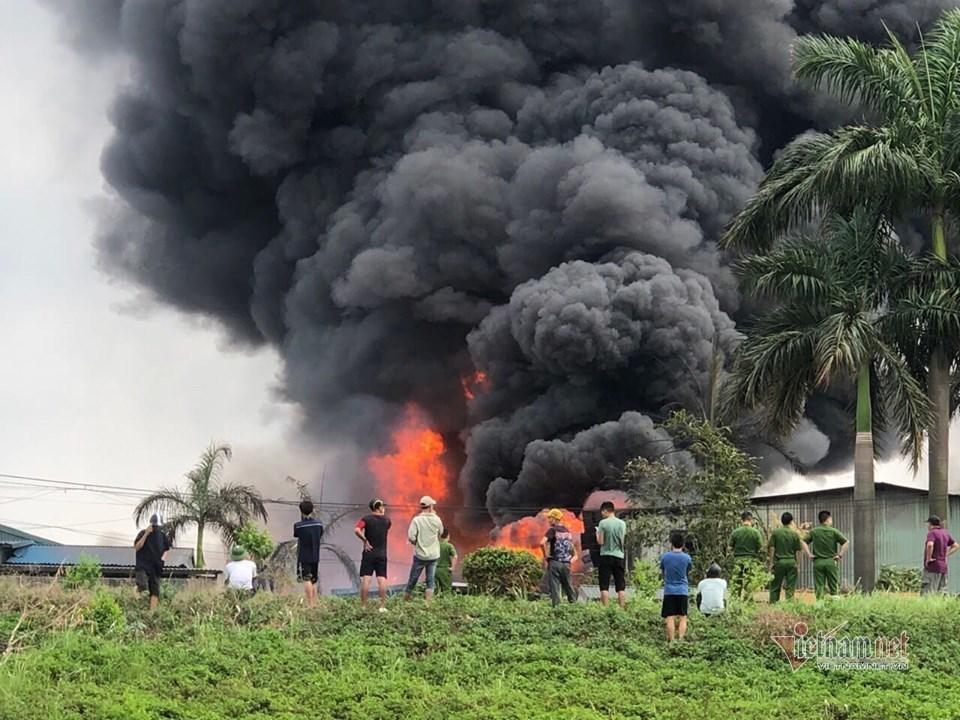Cháy kho hoá chất ở Đức Giang: Vẫn phong tỏa hiện trường để điều tra