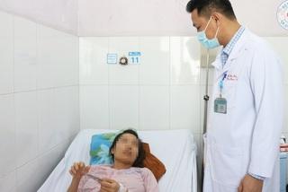 Phẫu thuật lấy 2 khối u làm tắc ruột khiến người phụ nữ đau bụng quằn quại
