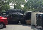 Xe tải đâm ô tô chở 6 người rồi lật nhào, tài xế mắc kẹt trong cabin
