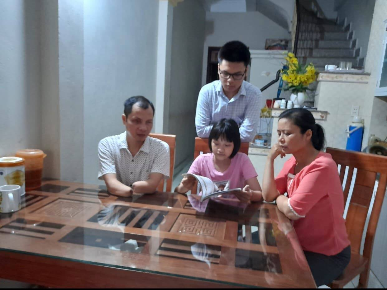 Sách là nguồn kết nối yêu thương với gia đình người khiếm thị