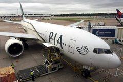 EU tạm cấm cửa hàng không Pakistan vì bê bối bằng giả