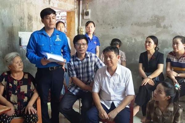 Trao hơn 347 triệu đồng cho ba anh em mồ côi ở Thanh Hóa