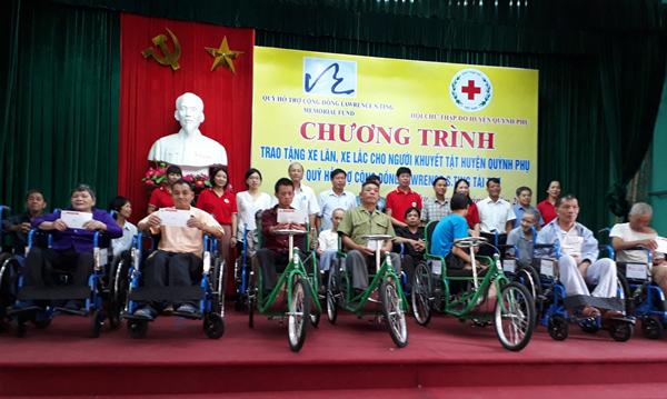 Quỹ Lawrence S. Ting tặng 250 xe lăn, xe lắc cho người khuyết tật