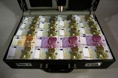 Những va li tiền bẩn được chặn đứng trên đường vào châu Âu