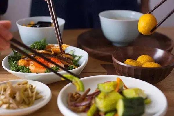 7 thói quen ăn uống gieo rắc bệnh người Việt hay phạm phải
