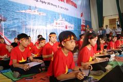 "50 students from Nhat Quang Secondary School participate in ""I love my country's sea, island"" contest"