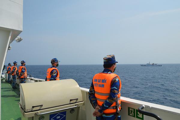 Biên đội tàu Cảnh sát biển thực hiện nhiệm vụ kiểm tra liên hợp nghề cá Việt Nam - Trung Quốc