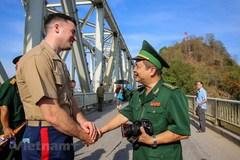 Vietnam, US war veterans meet on Ham Rong Bridge