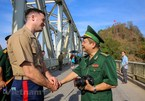 Vietnam, US war veterans meet on Ham Rong Bridge